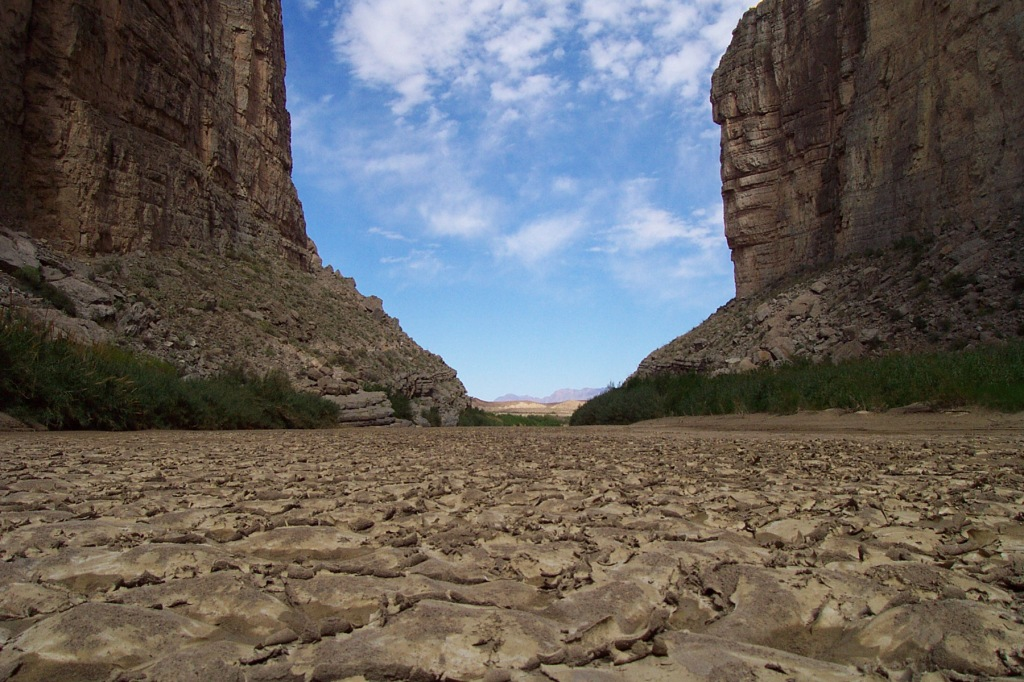 Big_Bend_National_Park_-_Rio_Grande_riverbed_with_cracked_mud